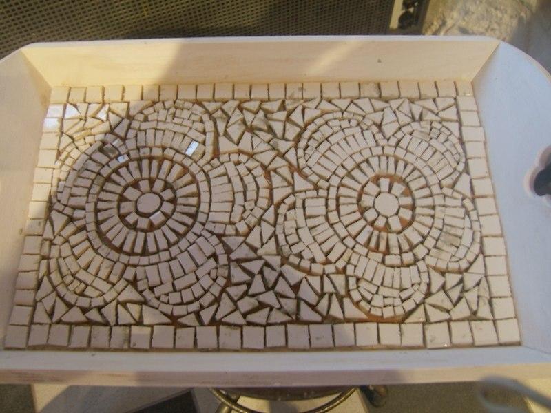 20170411&233749_Plak Mozaiek Badkamer ~ verschillende dienbladen te maken bij een workshop van 1 dagdeel
